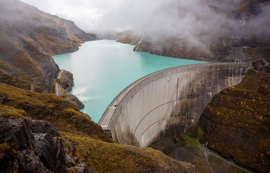 Дамба в Швейцарии водохранилища Mauvoisin