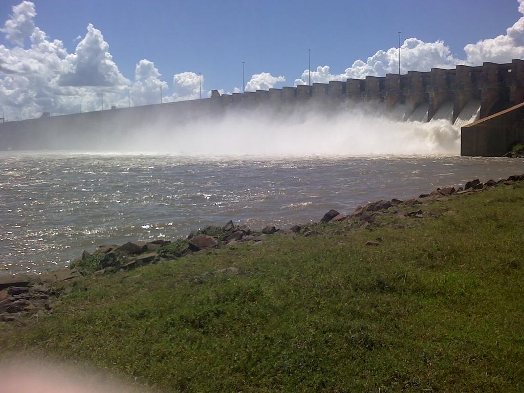 ГЭС Илья-Солтейра в Бразилии