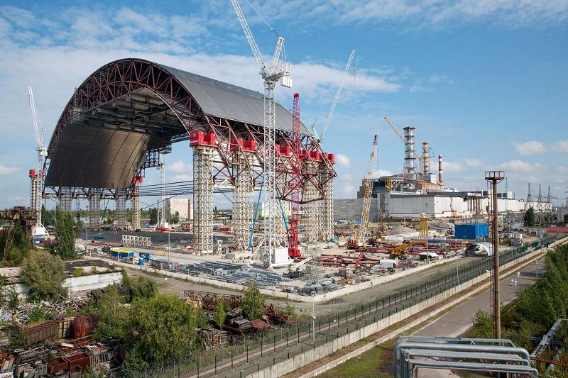 Саркофаг над Чернобыльской АЭС