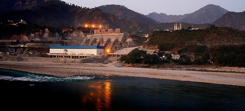 Индийская гидроэлектростанция, расположенная на реке Алакнаннда в городе Сринагар