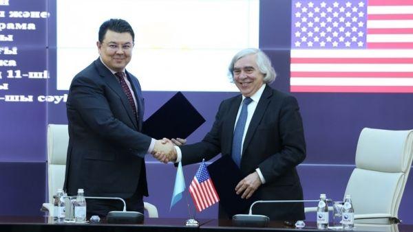 Министр энергетики Казахстана Канат Алдабергенович Бозумбаев и министр энергетики США Эрнест Монис