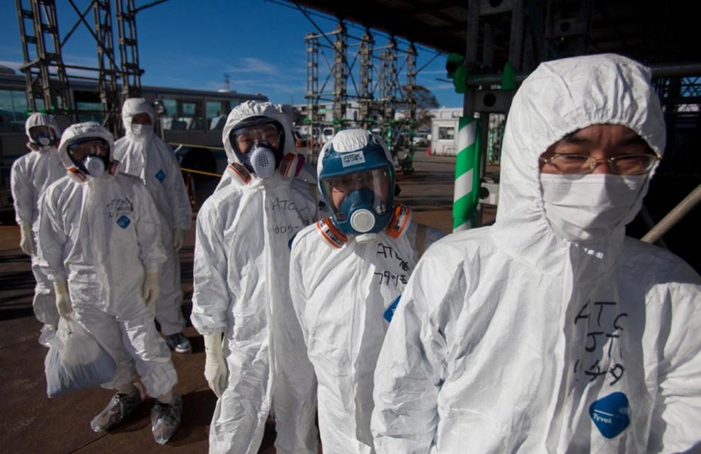Работники АЭС Фукусима
