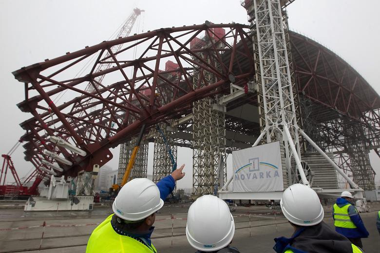 20000-тонная стальная крыша над четвертым энергоблоком Чернобыльской АЭС