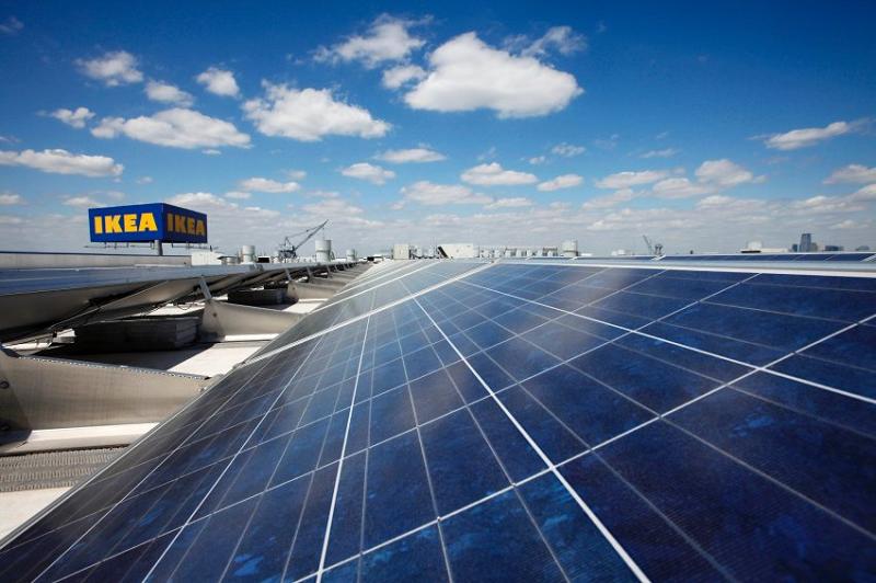 Солнечные панели на крыше магазина ИКЕА