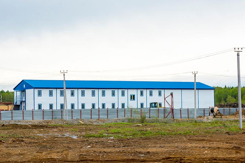 На площадке строительства новой ТЭЦ в Советской Гавани построили первое общежитие для рабочих