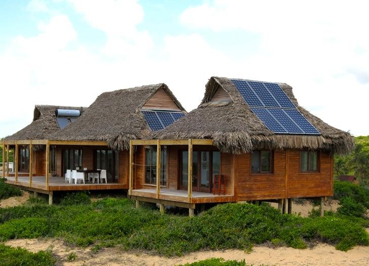 Солнечные панели на крышах домов в Индии