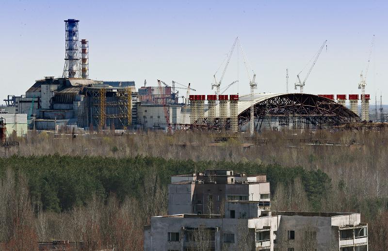 Строительство саркофага на Чернобыльской АЭС